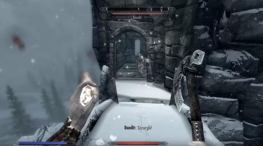 Verschneite Burg in den Bergen